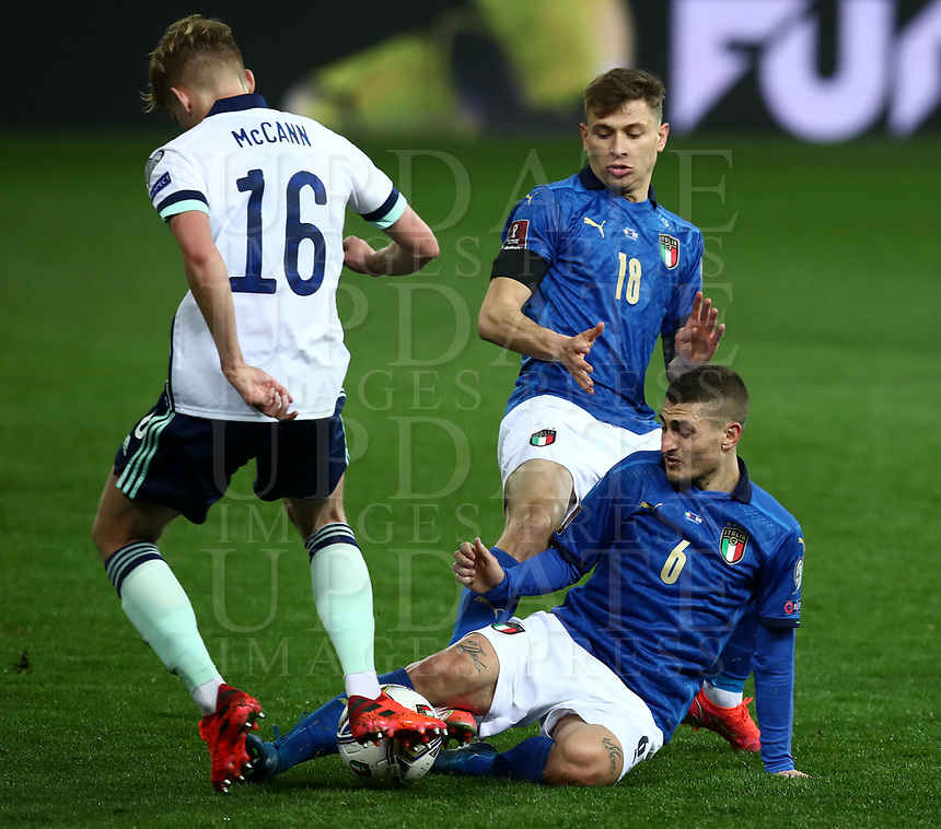 Footbal Soccer: FIFA World Cup Qatar 2022 Qualification, Italy - Northern Ireland, Ennio Tardini stadium, Parma, March 26, 2021.<br /> Italy's Marco Verratti (R) in action with Italy's Nicolò Barella (C) and Northern Ireland's Alistair Mccann (L) during the FIFA World Cup Qatar 2022 qualification, football match between Italy and Northern Ireland, at Ennio Tardini stadium in Parma on March 26, 2021.<br /> UPDATE IMAGES PRESS/Isabella Bonotto