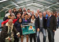 20-01-13, Tennis, Rotterdam, Wildcard for qualification ABNAMROWTT,  Fabian van der Lans wint wildcard en poseert met zijn fans en Toernooi directeur Richard Krajicek.