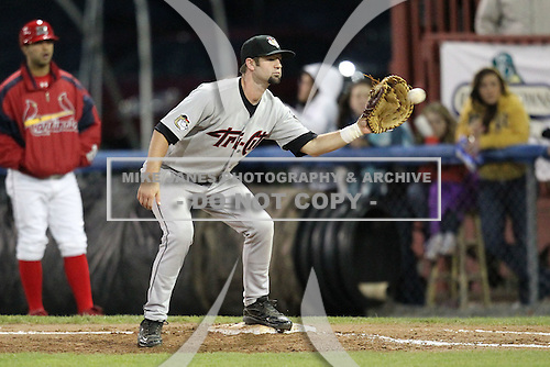 Tri-City Valleycats first baseman Marcus Nidiffer (29) during game two of the NYPL Semifinals vs. the Batavia Muckdogs at Dwyer Stadium in Batavia, New York September 8, 2010.   Batavia defeated Tri-City 5-4.  Photo By Mike Janes/Four Seam Images
