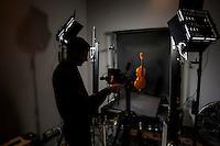 a Cremona, presso il museo del violino, opera il laboratorio di acustica musicale, collegato al politenico di Milano. Il direttore del laboratorio è il professore Augusto Sarti, Fotografia ad alta risoluzione e a fluorescenza ultravioletta - Dr. Piercarlo Dondi (Università di Pavia)