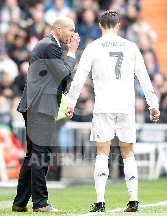 Real Madrid's coach Zinedine Zidane (l) and Cristiano Ronaldo during La Liga match. February 13,2016. (ALTERPHOTOS/Acero)
