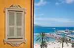 France, Provence-Alpes-Côte d'Azur, Menton: view from Place Saint-Michel towards marina | Frankreich, Provence-Alpes-Côte d'Azur, Menton: Blick vom Place Saint-Michel hinunter zum Yachthafen