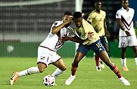 BARRANQUILLA – COLOMBIA, 09 –10-2020: Jefferson Lerma de Colombia (COL) y Yangel Herrera de Venezuela (VEN) disputan el balon durante partido entre los seleccionados de Colombia (COL) y Venezuela (VEN), de la fecha 1 por la clasificatoria a la Copa Mundo FIFA Catar 2022, jugado en el estadio Metropolitano Roberto Melendez en la ciudad de Barranquilla. /  Jefferson Lerma of Colombia (COL) and Yangel Herrera of Venezuela (VEN) vie for the ball during match between the teams of Colombia (COL) and Venezuela (VEN), of the 1st date for the FIFA World Cup Qatar 2022 Qualifier,  played at Metropolitan stadium Roberto Melendez in Barranquilla city. Photo: VizzorImage / Julian Medina FCF  / Cont.