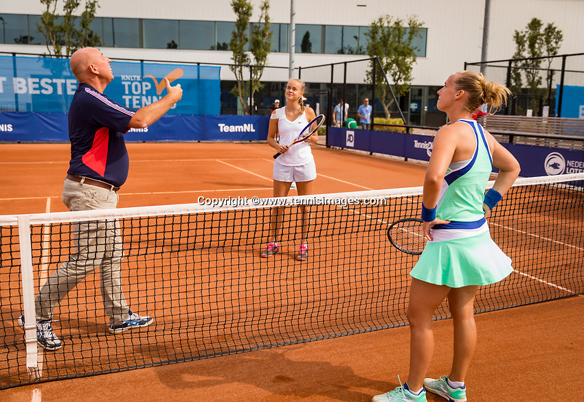 Amstelveen, Netherlands, 1 August 2020, NTC, National Tennis Center, National Tennis Championships, Umpire Rob Mulder (NED) with the toss before the womans final