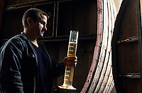 """Europe/France/Nord-Pas-de-Calais/59/Nord/Env de Lille/Wambrechies: Mr Garbe distillateur de la distillerie """"Claeyssens"""" datant de 1817 - Eaux de vie de grain, pur malt et de Genièvre"""