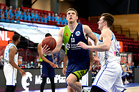 10-04-2021: Basketbal: Donar Groningen v ZZ Leiden: Groningen, Leiden speler luuk van Bree in duel met Donar speler Willem Brandwijk