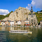 Belgium, Wallonia, Ardennes, Dinant: town with Citadel and Collegiate Church across River Meuse | Belgien, Wallonien, Ardennen, Dinant: Stadt an der Maas mit Kathedrale und darueber liegender Burg