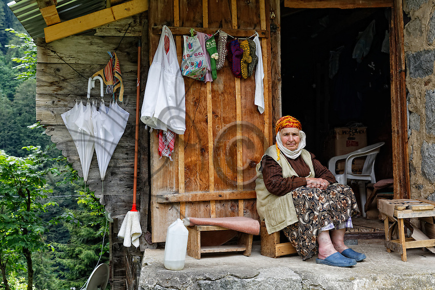 In the village of Ayder, a traditional mountain house with a grandmother who sells some traditional items. Today, the average age in the canton of Camlihemsin is sixty. Since 1965, the population of the valleys has decreased by half and the rural exodus is still great.///Au village d'Ayder, a maison traditionnelle montagnarde avec une grand-mère qui vend quelques articles traditionnels. La moyenne d'âge du canton de Camlihemsin est aujourd'hui de soixante ans. Depuis 1965, la population de ces vallées ont été divisé par deux et l'exode rural est toujours important.