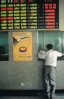 China. Province of Zhejiang. Hangzhou. Stock exchange. A man stands near a publicity campaign ( an eagle flies in the air) for a new investment project. © 2004 Didier Ruef