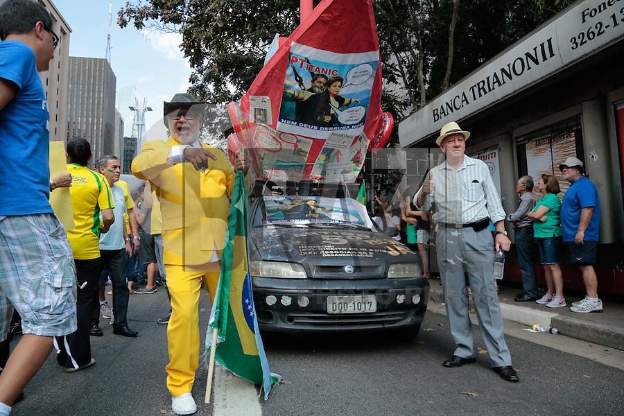 SÃO PAULO,SP, 16.08.2015 - PROTESTO-DILMA - Manifestantes durante ato contra o governo Dilma Rousseff (Partido dos Trabalhadores) na Avenida Paulista em São Paulo, neste domingo, 16. (Foto:Adriana Spaca/Brazil Photo Press)