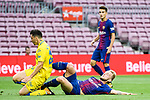 Ivan Rakitic of FC Barcelona (R) in action against Ximo Navarro Jimenez of UD Las Palmas (L) during the La Liga 2017-18 match between FC Barcelona and Las Palmas at Camp Nou on 01 October 2017 in Barcelona, Spain. (Photo by Vicens Gimenez / Power Sport Images