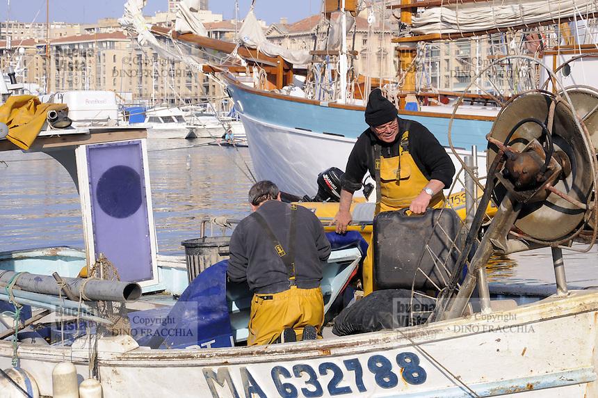 - Marsiglia, pescatori nel Porto Vecchio<br /> <br />  Marseille, - Marseille, fishermen in the Old Port