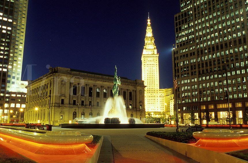 Victory Fountain, Cleveland, OH, Ohio, Victory Fountain in front of the South Mall of the Terminal Tower at night, a Beaux-Arts skyscraper