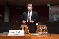"""107. Sitzung des """"1. Untersuchungsausschuss"""" der 19. Legislaturperiode des Deutschen Bundestag am Donnerstag den 5. November 2020 zur Aufklaerung des Terroranschlag durch den islamistischen Terroristen Anis Amri auf den Weihnachtsmarkt am Berliner Breitscheidplatz im Dezember 2016.<br /> Als Zeugen waren unter anderem der Praesident des Bundeskriminalamtes, Holger Muench, der Praesident des Bundesnachrichtendienstes Dr. Bruno Kahl, ein nichtoeffentlicher Zeuge des Bundesamt fuer Verfassungsschutz und der Rechtsextremist und Pegida-Gruender Lutz Bachmann geladen.<br /> Im Bild: Bruno Kahl vor der Zeugenvernehmung.<br /> 5.11.2020, Berlin<br /> Copyright: Christian-Ditsch.de"""