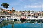 France, Provence-Alpes-Côte d'Azur, peninsula Cap Ferrat between Villefranche-sur-Mer and Beaulieu-sur-Mer, Saint-Jean-Cap-Ferrat: resort with small marina   Frankreich, Provence-Alpes-Côte d'Azur, Halbinsel Cap Ferrat zwischen Villefranche-sur-Mer und Beaulieu-sur-Mer, Saint-Jean-Cap-Ferrat: Badeort mit kleinem Yachthafen