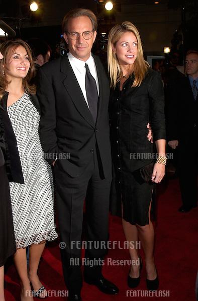 Actor KEVIN COSTNER & girlfriend CHRISTINE BAUM-GARTEN at the Los Angeles premiere of his new movie Thirteen Days..19DEC2000.  © Paul Smith/Featureflash