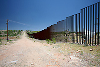 US Confine Arizona Messico Il muro che divide Stai Uniti e Messico nel deserto di Sonora<br />