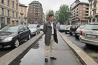 - Mario Calabresi, journalist, in Milan, Cherubini street, exact place in which the 12 May 1972 its father, the police officer Luigi Calabresi was killed in a terroristic attack....- Mario Calabresi, giornalista, in via Cherubini a Milano, luogo esatto in cui il 12 maggio 1972 fu ucciso in un attacco terroristico suo padre, il commissario di polizia Luigi calabresi