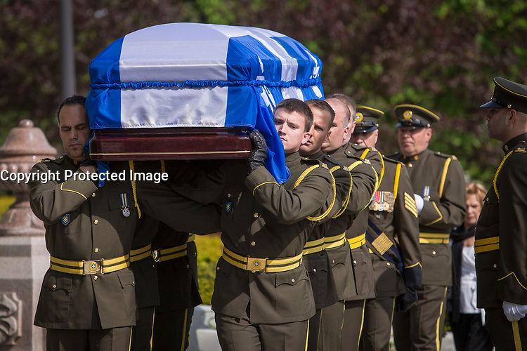 The casket of former Quebec premier Jacques Parizeau arrives before lying in state at the National Assembly in Quebec City on Sunday June 7, 2015.<br /> <br /> PHOTO :  Francis Vachon - Agence Quebec Presse