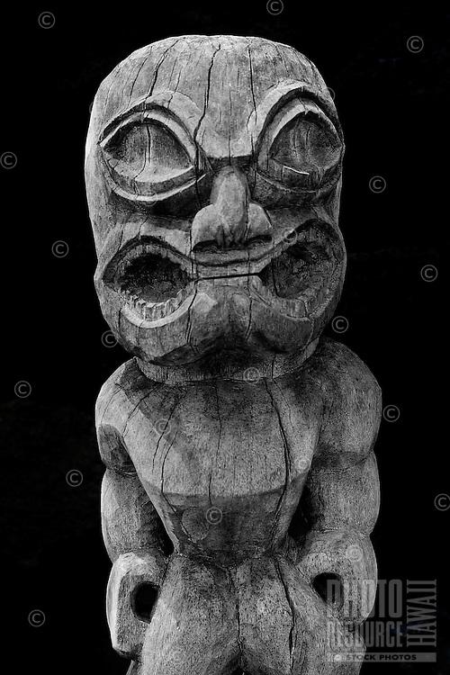 A ki'i or statue guards the Hale o Keawe Heiau at the Pu'uhonua o Honaunau National Historical Park, Big Island.