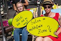 """Mit einer bundesweiten Aktion der Dienstleistungsgewerkschaft ver.di """"Das Friseurhandwerk geht baden"""" protestierten am Dienstag den 29. August 2017 bundesweit Auszubildende fuer hoehere Ausbildungsverguetungen und deren bundesweite Angleichung. Die rund 23.000 Auszubildenden im Friseurhandwerk bekommen im Durchschnitt im Osten nur 269,- Euro und im Westen 494,- Euro Verguetung monatlich und liegen damit weit unter dem bundesweiten Gesamtdurchschnitt der tariflichen Ausbildungsverguetungen von 826,- Euro. Die Auszubildenden protestierten ausserdem gegen haeufige Ueberstunden und ausbildungsferne Taetigkeiten wie Kaffeekochen sowie den Umstand, dass Ausruestung wie teure Scheren und Kaemme oftmals selbst finanziert werden muessen.<br /> In Berlin protestierten Mitglieder der ver.di-Jugend am Kurfuersten Damm vor der Filiale des Star-Friseur Udo Walz, bei dem Auszubildende ebenfalls weit unterduchschnittlich entlohnt werden.<br /> Die Aktion ist Teil der bundesweiten ver.di-Tarifkampagne """"Besser abschneiden"""".<br /> 29.8.2017, Berlin<br /> Copyright: Christian-Ditsch.de<br /> [Inhaltsveraendernde Manipulation des Fotos nur nach ausdruecklicher Genehmigung des Fotografen. Vereinbarungen ueber Abtretung von Persoenlichkeitsrechten/Model Release der abgebildeten Person/Personen liegen nicht vor. NO MODEL RELEASE! Nur fuer Redaktionelle Zwecke. Don't publish without copyright Christian-Ditsch.de, Veroeffentlichung nur mit Fotografennennung, sowie gegen Honorar, MwSt. und Beleg. Konto: I N G - D i B a, IBAN DE58500105175400192269, BIC INGDDEFFXXX, Kontakt: post@christian-ditsch.de<br /> Bei der Bearbeitung der Dateiinformationen darf die Urheberkennzeichnung in den EXIF- und  IPTC-Daten nicht entfernt werden, diese sind in digitalen Medien nach §95c UrhG rechtlich geschuetzt. Der Urhebervermerk wird gemaess §13 UrhG verlangt.]"""