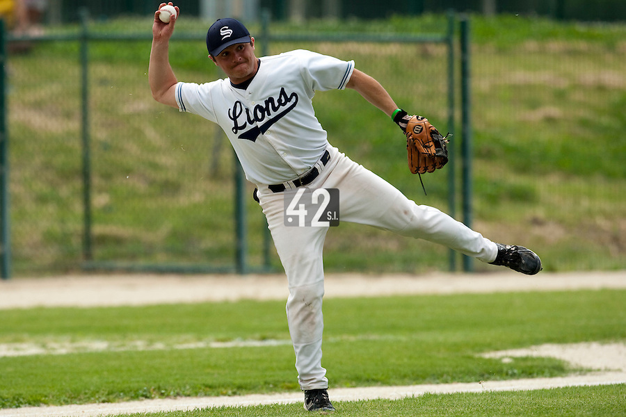 21 May 2009: Alex Pickett of Savigny throws the ball to first base during the 2009 challenge de France, a tournament with the best French baseball teams - all eight elite league clubs - to determine a spot in the European Cup next year, at Montpellier, France.