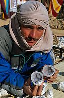 Steinverkäufer, Bergoase von Mides, Tunesien