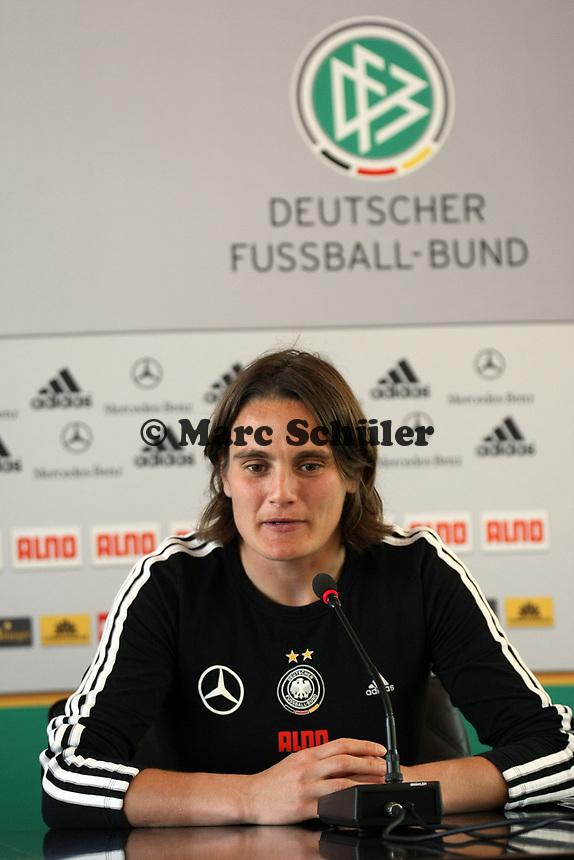 Nadine Angerer (D)<br /> PK mit Kim Kulig und Nadine Angerer *** Local Caption *** Foto ist honorarpflichtig! zzgl. gesetzl. MwSt. Auf Anfrage in hoeherer Qualitaet/Aufloesung. Belegexemplar an: Marc Schueler, Am Ziegelfalltor 4, 64625 Bensheim, Tel. +49 (0) 151 11 65 49 88, www.gameday-mediaservices.de. Email: marc.schueler@gameday-mediaservices.de, Bankverbindung: Volksbank Bergstrasse, Kto.: 151297, BLZ: 50960101