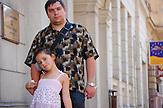 Juri mit seiner Tochter Alina. In Riga blüht die jüdische Kultur. Es gibt die größte jüdische Gemeinde im Baltikum./ In Riga prospers the jewish culture. In Riga is the biggest jewish municipal in the Baltic States