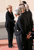 Il cancelliere tedesco Angela Merkel saluta i Gentiluomini del Papa al suo arrivo in Vaticano, 21 febbraio 2015.<br /> German Chancellor Angela Merkel greets Papal gentlemen as she arrives for her meeting with Pope Francis at the Vatican, 21 February 2015.<br /> UPDATE IMAGES PRESS/Riccardo De Luca<br /> <br /> STRICTLY ONLY FOR EDITORIAL USE