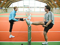 27-3-07,Tilburg, Guus Meeuwis krijgt tennisles van Krisie Boogert