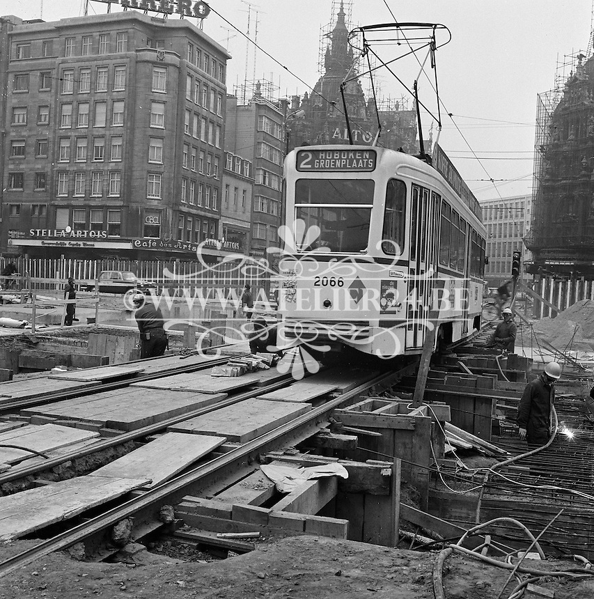 Oktober 1971. Bouw premetro in Antwerpen.  Tram op de Meir winkelstraat.