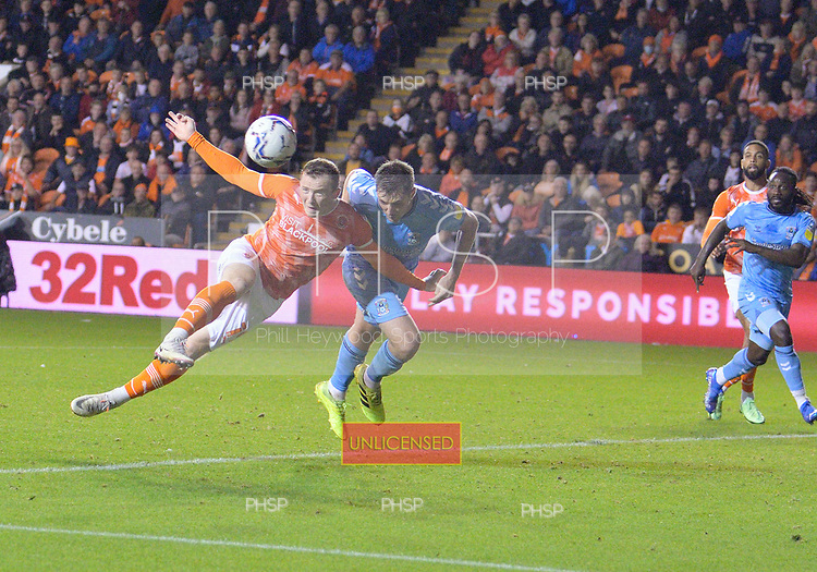 17/08/2021 Sky Bet Championship Blackpool v Coventry  <br /> <br /> Shane Lavery heads wide