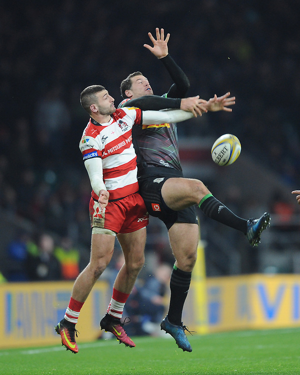 Jonny May of Gloucester Rugby and Tim Visser of Harlequins fumble the high ball during the Aviva Premiership Rugby match between Harlequins and Gloucester Rugby at Twickenham Stadium on Tuesday 27th December 2016 (Photo by Rob Munro/Stewart Communications)