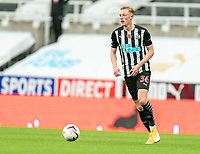 1st November 2020; St James Park, Newcastle, Tyne and Wear, England; English Premier League Football, Newcastle United versus Everton; Sean Longstaff of Newcastle United on the ball