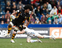 Photo: Richard Lane/Richard Lane Photography. London Wasps v Exeter Chiefs. Aviva Premiership. 21/04/2013 Wasps' Ashley Johnson offloads in the tackle.