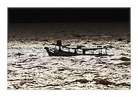 Barcos de pesca, passageiros, navios e lanchas ,  navegam pela baia do Guajar· em dia de forte correnteza pela chagada da chuva que comeÁa a cair.<br /> BelÈm, Par·, Brasil.<br /> Foto Paulo Santos<br /> 27/09/2013