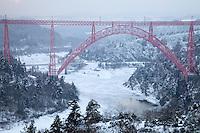 France, Cantal, Ruynes-en-Margeride, gorges de la Truyère, le viaduc de Garabit sous la neige // France, Cantal, Ruynes-en-Margeride, Truyère Gorge, the Garabit viaduct in the snow