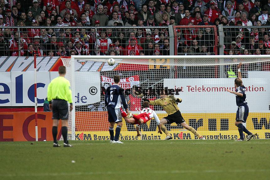 Kopfball Petr Ruman (FSV Mainz 05) auf das Tor von Raphael Schaefer (1. FC Nuernberg) +++ Marc Schueler +++ 1. FSV Mainz 05 vs. 1. FC Nuernberg, 24.02.2007, Stadion am Bruchweg Mainz +++ Bild ist honorarpflichtig. Marc Schueler, Kreissparkasse Grofl-Gerau, BLZ: 50852553, Kto.: 8047714