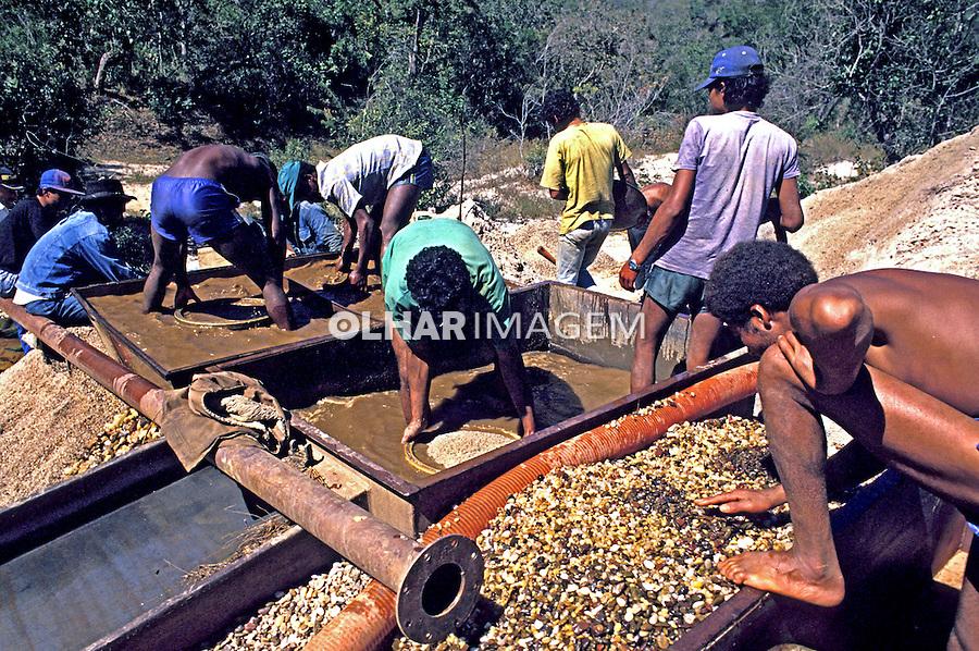 Garimpo de diamantes no Vale do Jequitinhonha. Minas Gerais. 1998. Foto de Ricardo Azoury.