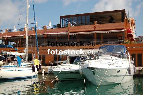Sailing boat and motor yachts at the marina of Port Adriano, Calvià<br /> <br /> Barco de vela y yate en el puerto deportivo de Port Adriano, Calvià<br /> <br /> Segelboot und Motorbotte im Yachthafen von Port Adriano, Calvia<br /> <br /> 3008 x 2000 px<br /> 150 dpi: 50,94 x 33,87 cm<br /> 300 dpi: 25,47 x 16,93 cm