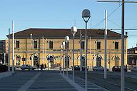 - nuovo quartiere della Bicocca, vecchia stazione delle ferrovie....- the new Bicocca district, old railroads station