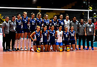 BOGOTÁ-COLOMBIA, 07-01-2020: Jugadoras de Argentina, posan para una foto antes de partido entre Argentina y Perú, en el Preolímpico Suramericano de Voleibol, clasificatorio a los Juegos Olímpicos Tokio 2020, jugado en el Coliseo del Salitre en la ciudad de Bogotá del 7 al 9 de enero de 2020. / Players from Argentina, pose for a photo prior a match between Argentina and Peru, in the South American Volleyball Pre-Olympic Championship, qualifier for the Tokyo 2020 Olympic Games, played in the Colosseum El Salitre in Bogota city, from January 7 to 9, 2020. Photo: VizzorImage / Luis Ramírez / Staff.