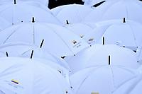 BOGOTÁ - COLOMBIA, 07-08-2018: Sombrillas con el nombre del nuevo presidente son vistas durante la ceremonia de juramento en donde Ivan Duque, toma posesión como presidente de la República de Colombia para el período constitucional 2018 - 22 en la Plaza Bolívar el 7 de agosto de 2018 en Bogotá, Colombia. / Umbrellas with the name of the new president are seen during the swearing ceremony where Ivan Duque, takes office to constitutional term as president of the Republic of Colombia 2018 - 22 at Plaza Bolivar on August 7, 2018 in Bogota, Colombia. Photo: VizzorImage/ Gabriel Aponte / Staff