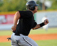 July 22, 2009: Leighton Pangilinan of the Bristol White Sox, rookie Appalachian League affiliate of the Chicago White Sox, prior to a game at Burlington Athletic Stadium in Burlington, N.C. Photo by: Tom Priddy/Four Seam Images