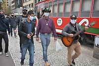 CURITIBA, PR, 01.08.2020 Manifestação de Musicos em Curitiba- Manifestantes cobram apoio da prefeitura , pedindo que voltem a liberação para trabalhar nessa terca feira(01).fotos ( Ernani Ogata)