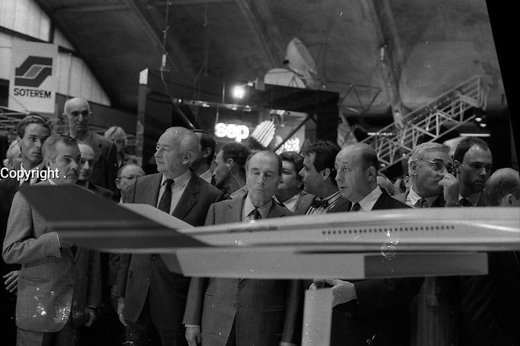 29 Septembre 1987. Vue de François Mitterand lors d'une visite au SITEF.