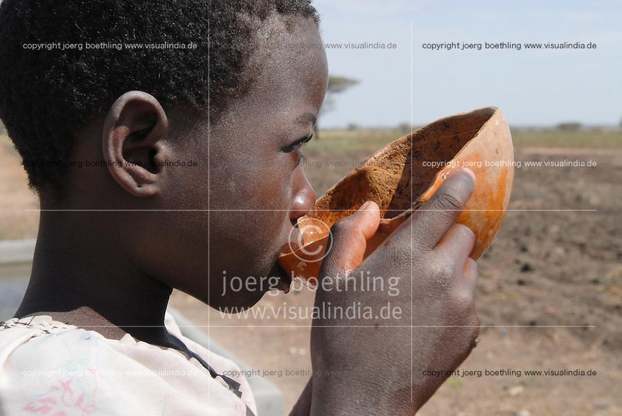TANZANIA girl drinks water from calabash in Meatu district / TANSANIA Meatu , Maedchen trinkt Wasser aus Kalabasse