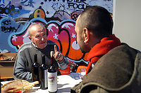 """- social center Leoncavallo, """"Critical Wine"""", exhibition and market of wines of small independent producers....- centro sociale Leoncavallo, """"Critical Wine"""", mostra e mercato vini di piccoli produttori indipendenti"""