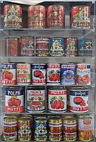 ITALY, Parma, Basilicanova, tomato canning company Mutti s.p.a., founded 1899, fresh plum tomatoes are conserved as canned tomato, pulpo, passata and tomato concentrate / ITALIEN, Parma, Basilicanova,Tomatenkonservenfabrik Firma Mutti spa, die frisch geernteten Flaschentomaten werden zu Dosentomaten, Passata und Tomatenmark verarbeitet und konserviert, alles 100 Prozent Italien, alte Dosen aus der Geschichte des Unternehmens